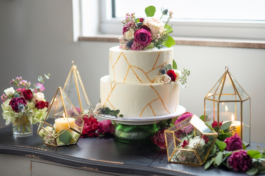 2020 wedding planning, 2020 wedding cake, white cake with gold geometric shapes and pink florals